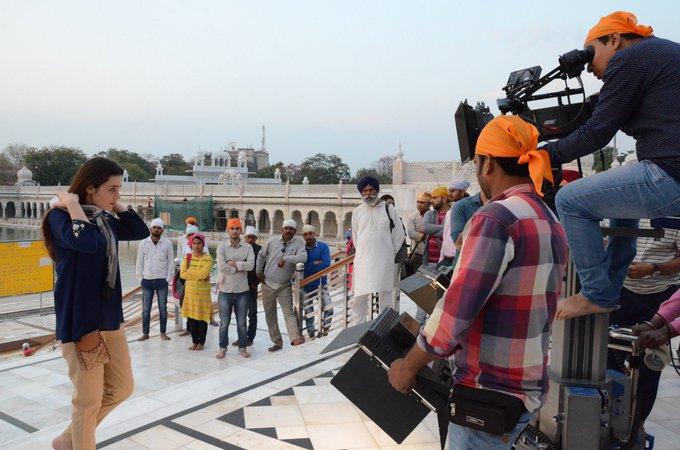 Paharganj, review, film, hindi