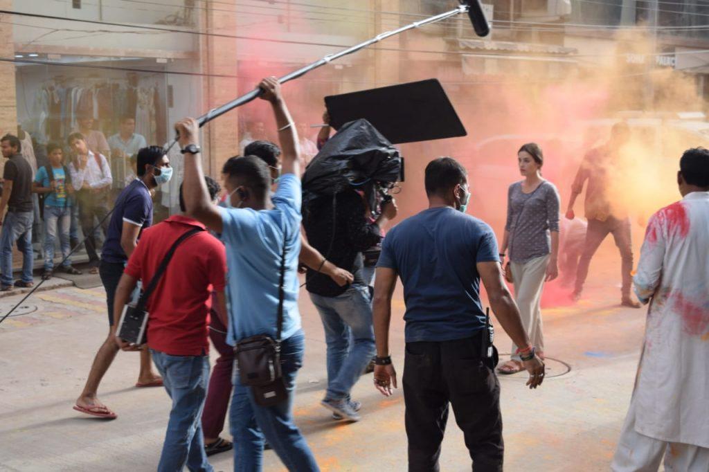 Paharganj, film, review, hindi